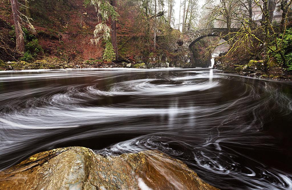 Waltzing waters